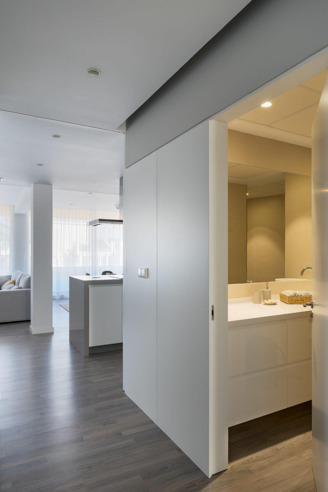 Iniesta Nowell Arquitectos - Reforma e interiorismo de un apartamento en Jerez de la Frontera