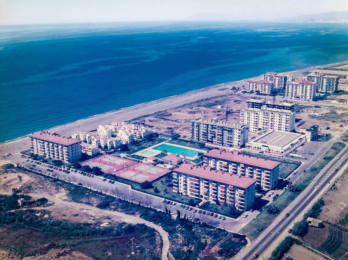 Iniesta Nowell Arquitectos - Laguna Beach, viviendas en Torrox, Málaga